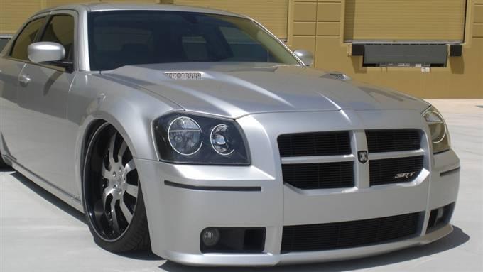 F on 2005 Dodge Magnum White