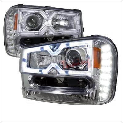 Headlights & Tail Lights - Headlights - Spec-D - Chevrolet Trail Blazer Spec-D Projector Headlights - Chrome Housing - 2LHP-TBLZ02-RS