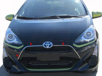 QAA - TOYOTA PRIUS C 4dr QAA Stainless 3pcs Grille Accent SG12705 - Image 1